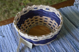 Candy basket with wooden bottom