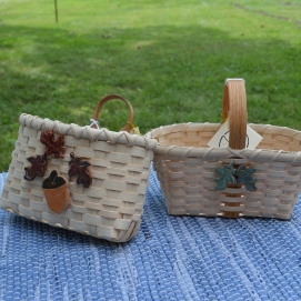Baskets with pottery decorations